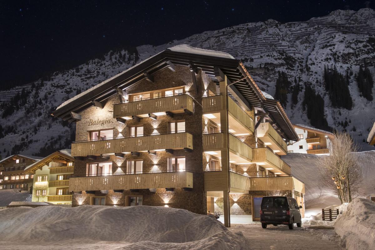 Night view of exterior at Apartment Balegia in Lech