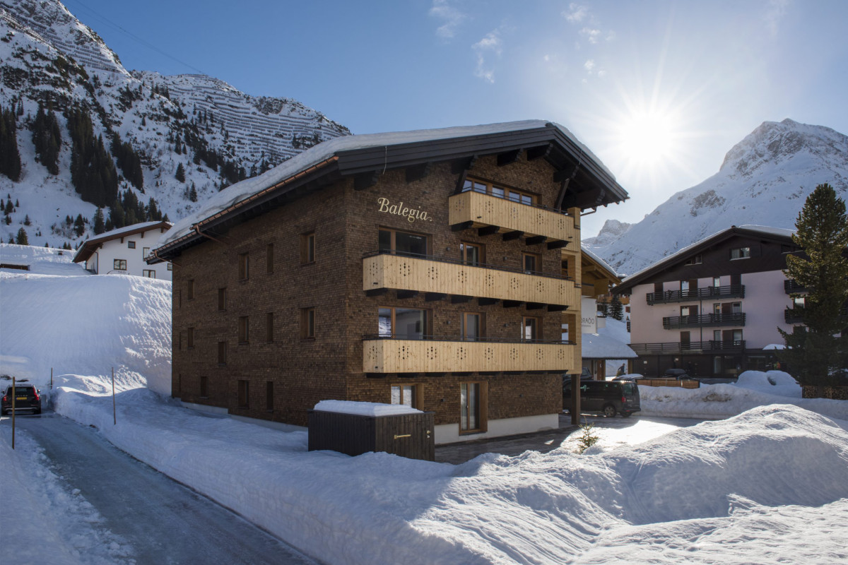 Exterior of Apartment Balegia in Lech bathed in sunshine