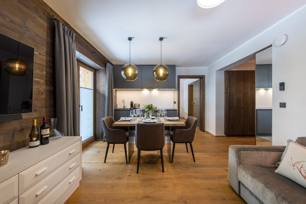 Living and dining view of Apartment Balegia in Lech