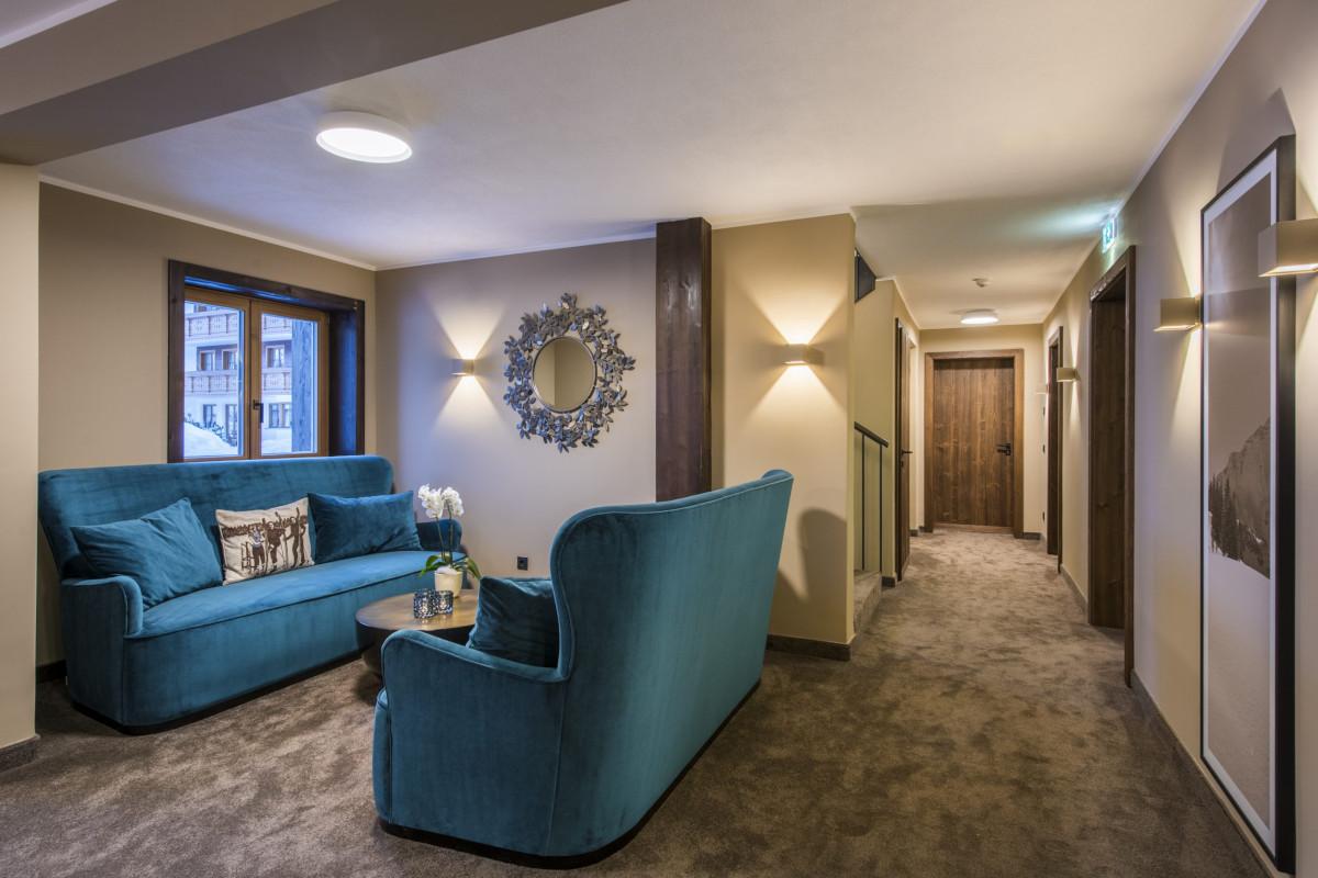 Seating in reception area of Balegia Resort and Balegia Apartment in Lech