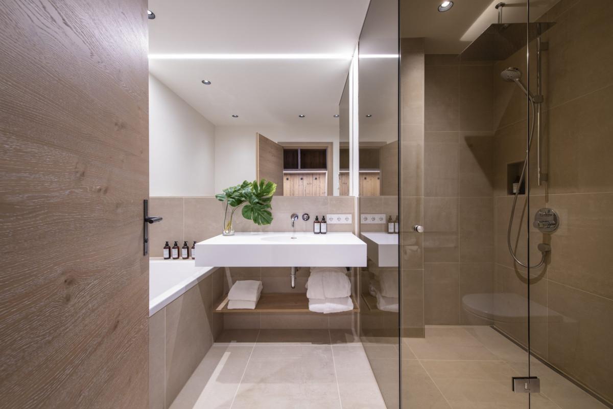 Ensuite bathroom at Apartment Brunnenhof 1 in Lech
