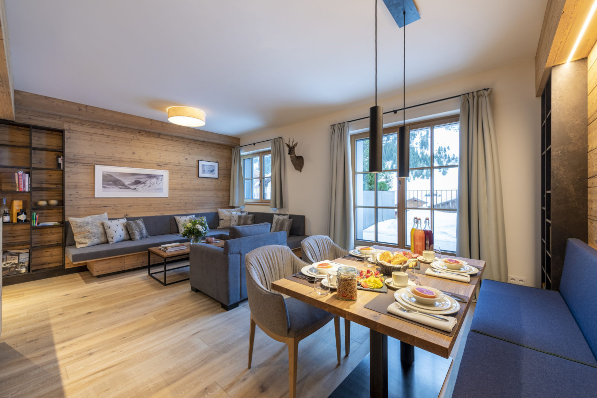 Dining table with banquette at Apartment Brunnenhof 1 in Lech