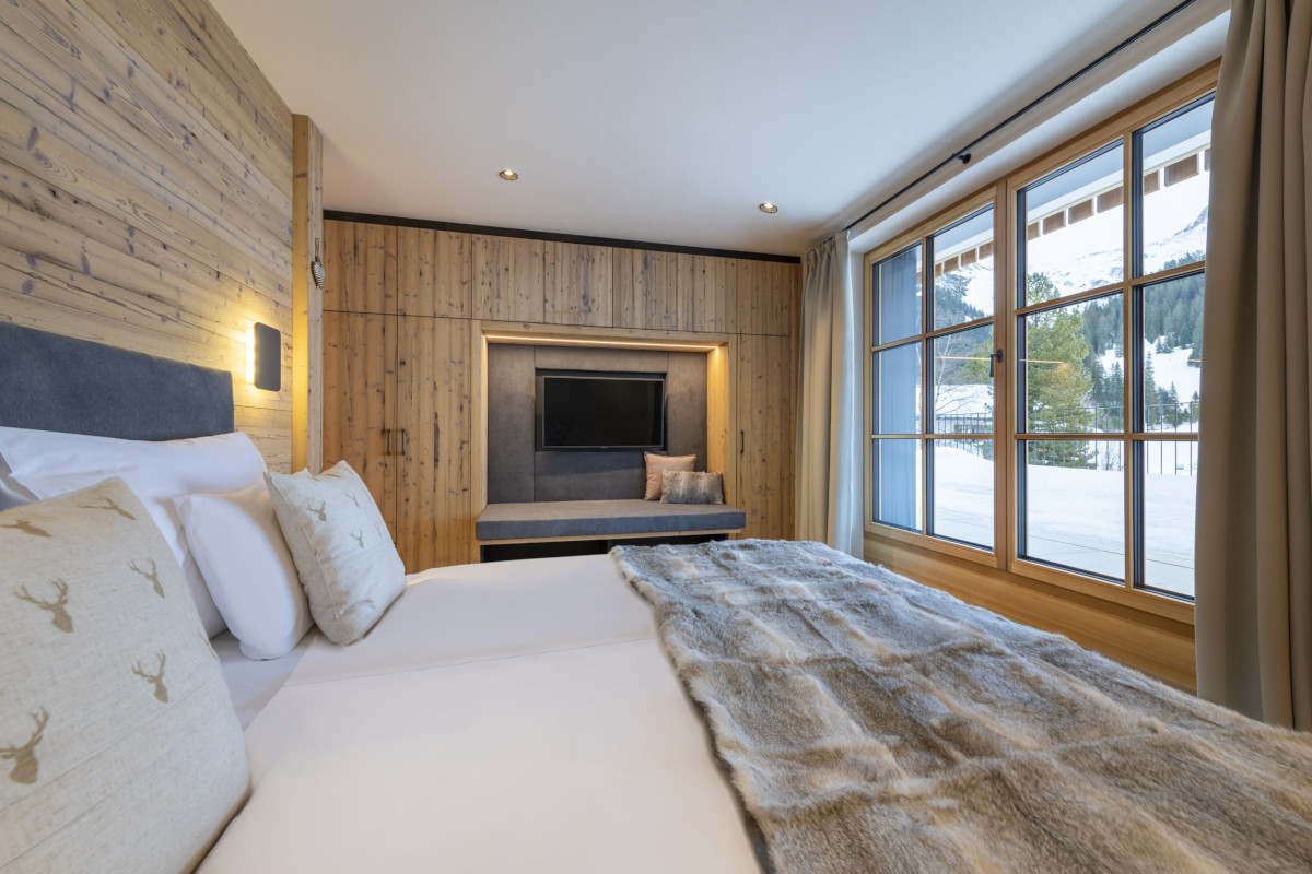 Double bedroom with mountain views at Apartment Brunnenhof 1 in Lech