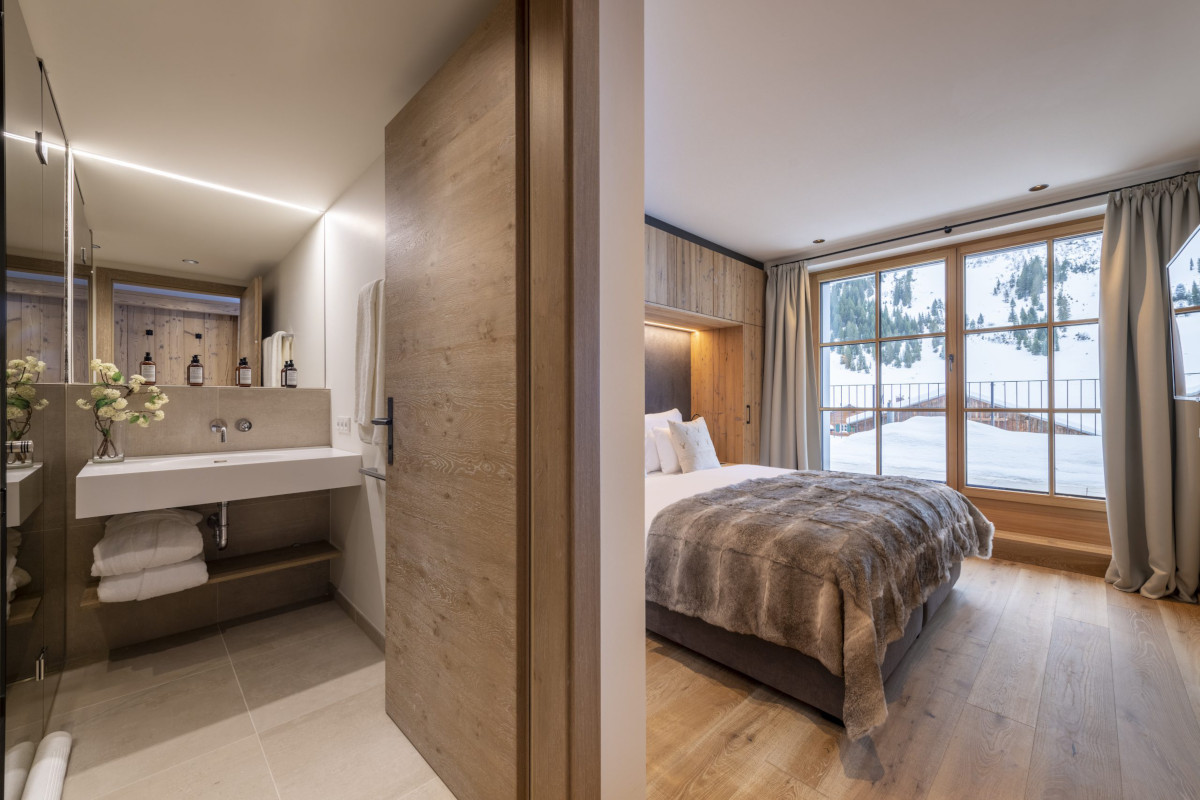 Ensuite double bedroom with views at Apartment Brunnenhof 1 in Lech