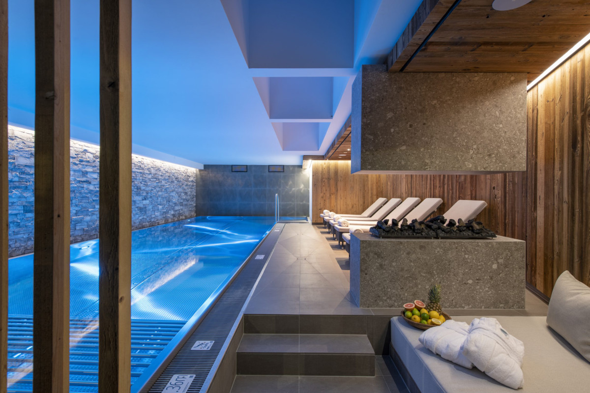 Spa and swimming pool with comfortable seating at Apartment Brunnenhof 1 in Lech