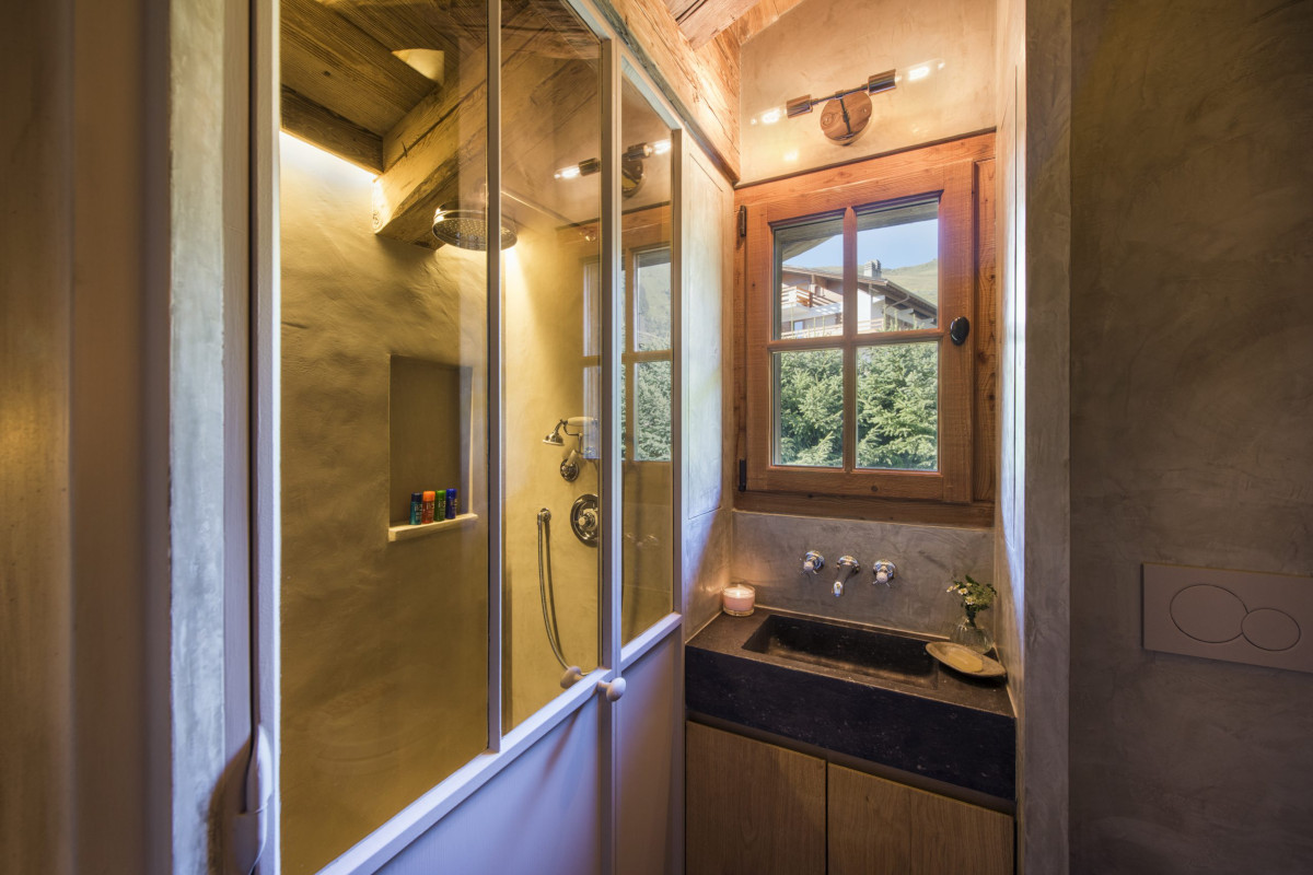 Bathroom with shower at Chalet Aline in Verbier