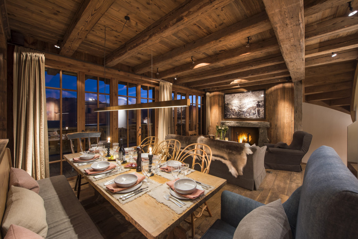 Dining table evening ambience at Chalet Aline in Verbier
