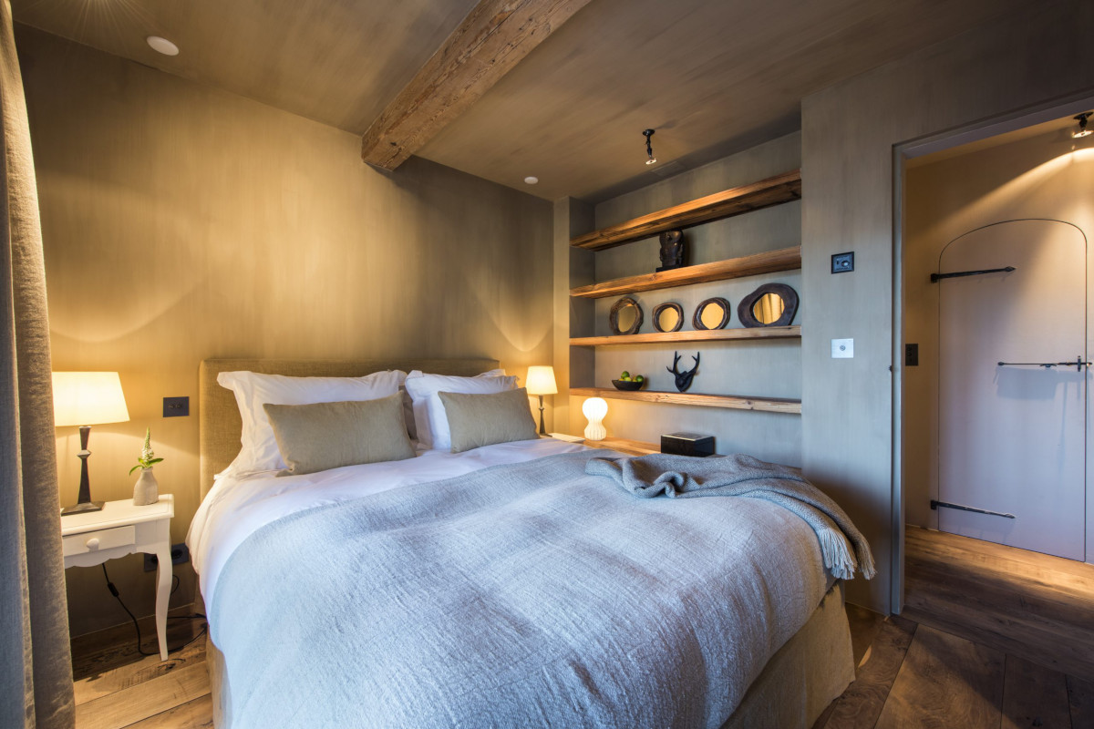 Double bedroom with terrace access at Chalet Aline in Verbier