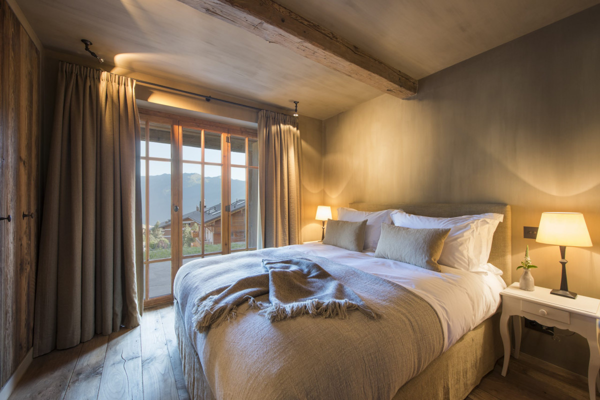 Double bedroom with terrace access and mountain views at Chalet Aline in Verbier