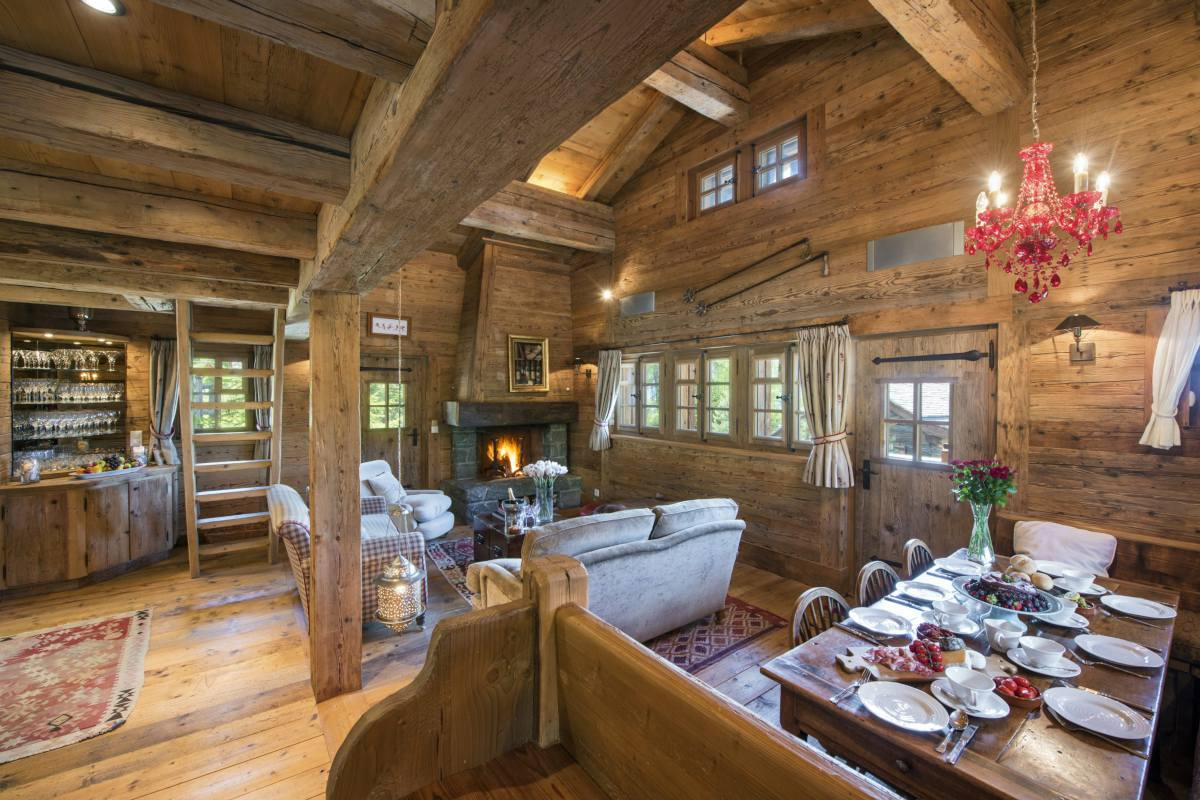 Dining area in Chalet Le Ti at Bella Coola Estate in Verbier