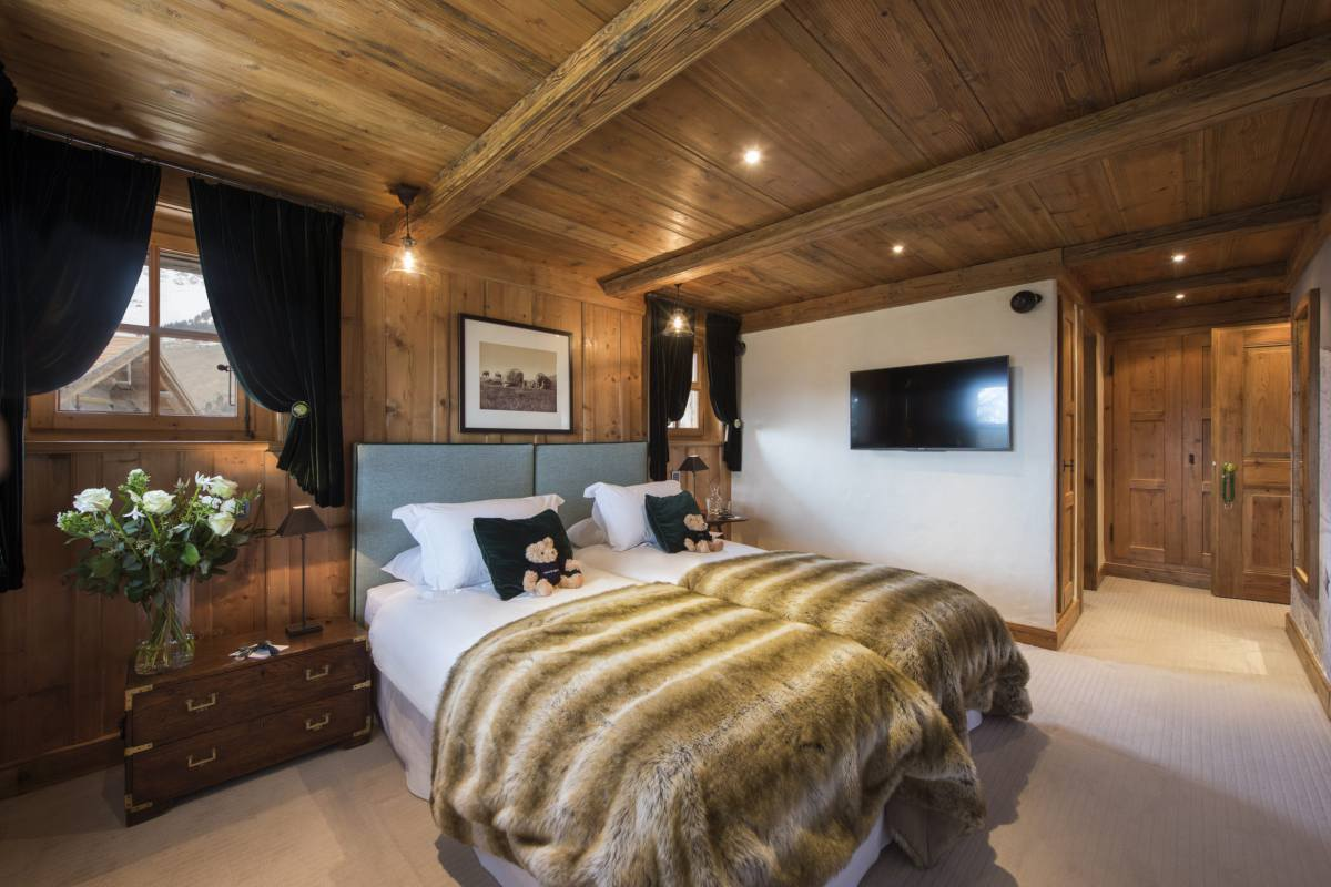 Double/twin bedroom at Bella Coola Estate in Verbier