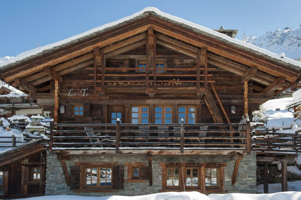 Chalet Le Ti is part of the Bella Coola Estate in Verbier
