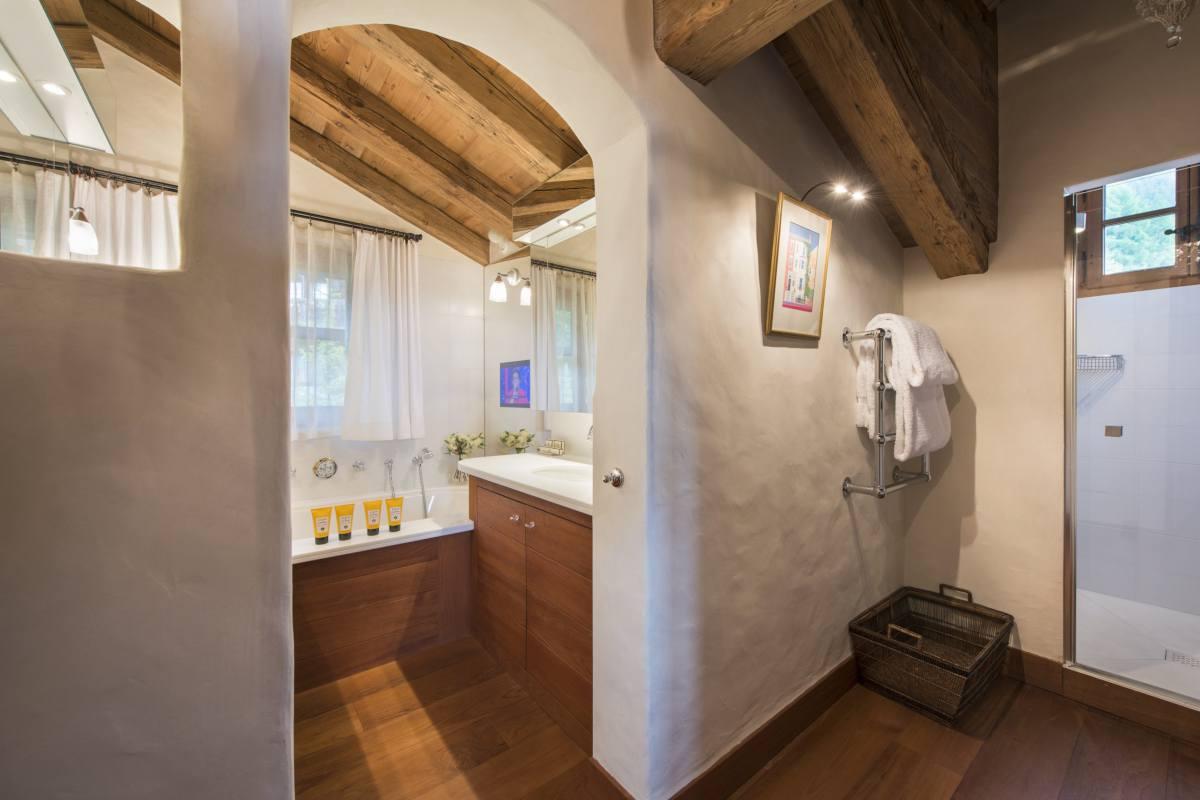 Master bathroom in main chalet at Bella Coola Estate in Verbier