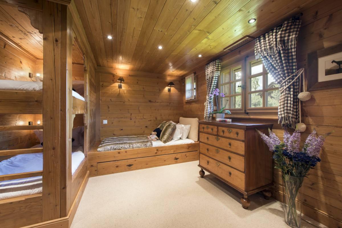 Quad bunk room at Bella Coola Estate in Verbier