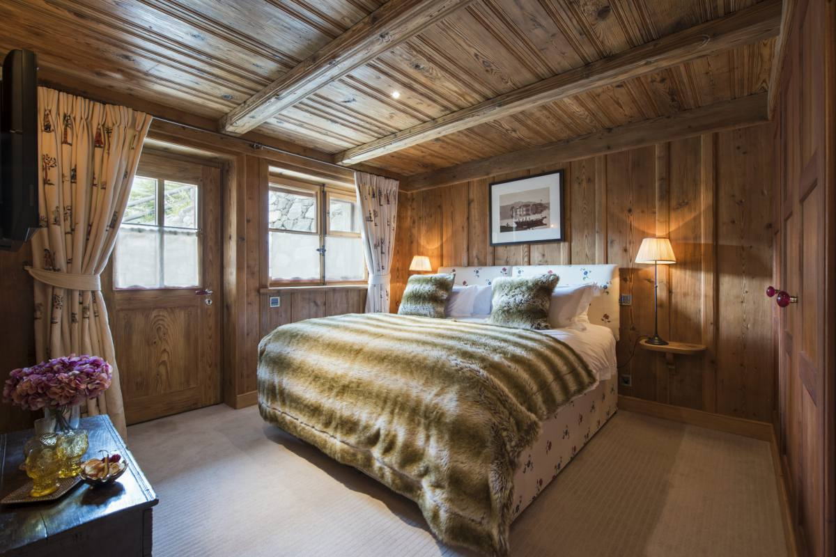 Double bedroom with separate entrance at Chalet Bella Coola in Verbier