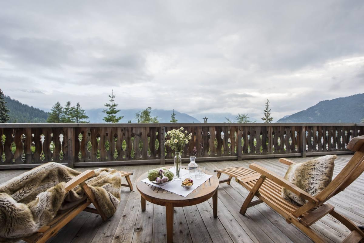 Furnished terrace at Chalet Bella Coola in Verbier