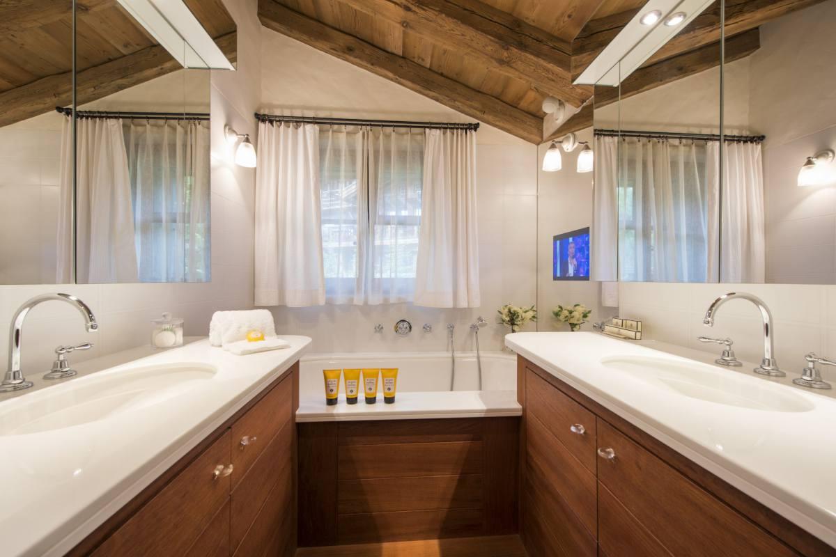 Master bathroom at Chalet Bella Coola in Verbier