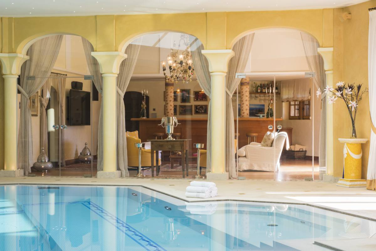 Luxury spa with swimming pool and champagne lounge at Chalet Bella Coola in Verbier