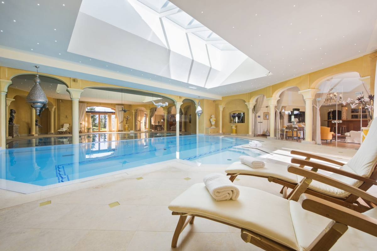 Luxury spa with indoor swimming pool and sun loungers at Chalet Bella Coola in Verbier