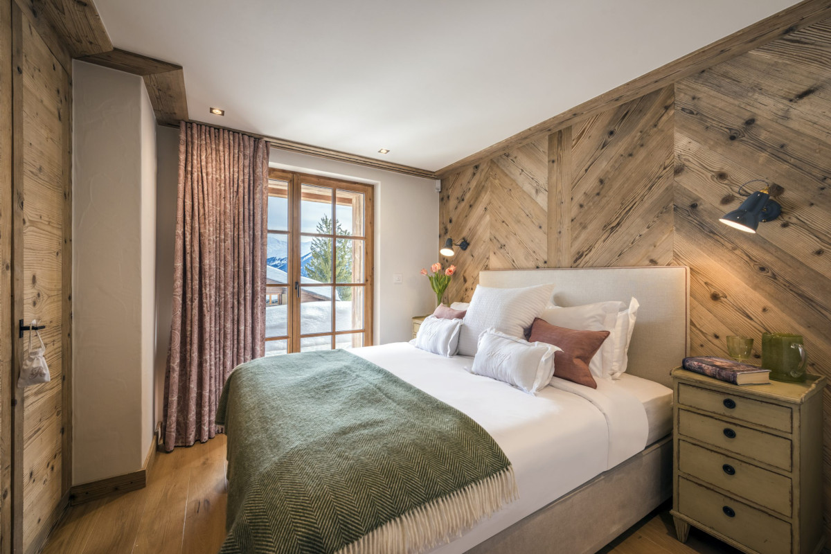 Double bedroom with terrace access at Chalet Bioley in Verbier