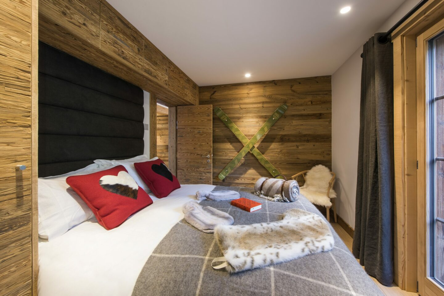Double bedroom with terrace access at Chalet Daphne in Verbier
