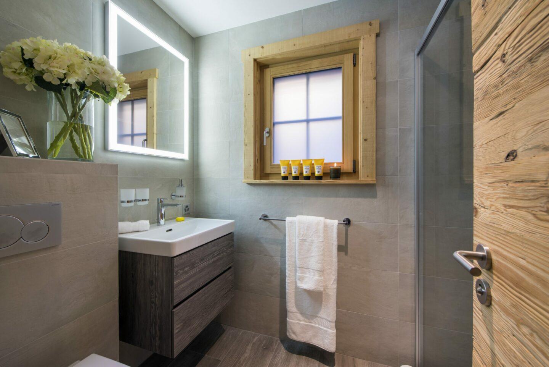 Ensuite bathroom at Chalet Daphne in Verbier