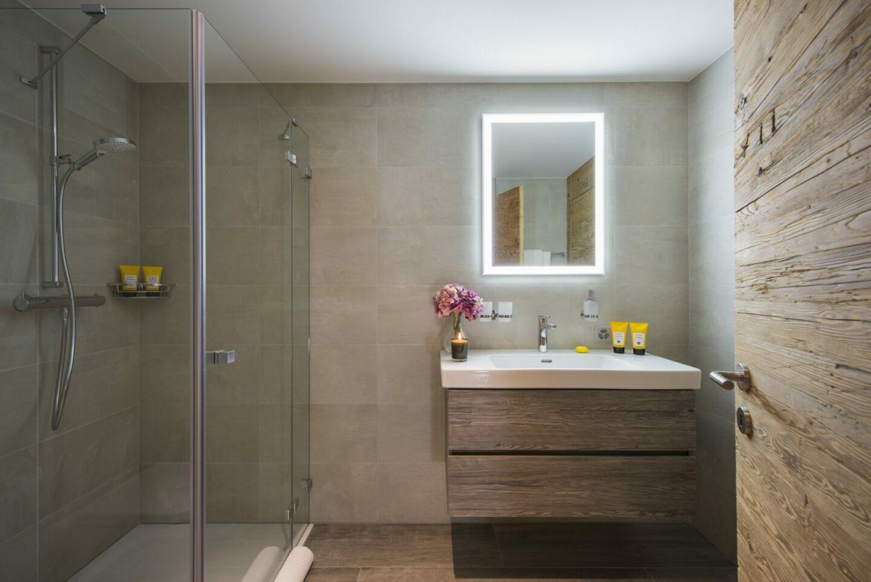 Ensuite bathroom with shower at Chalet Daphne in Verbier