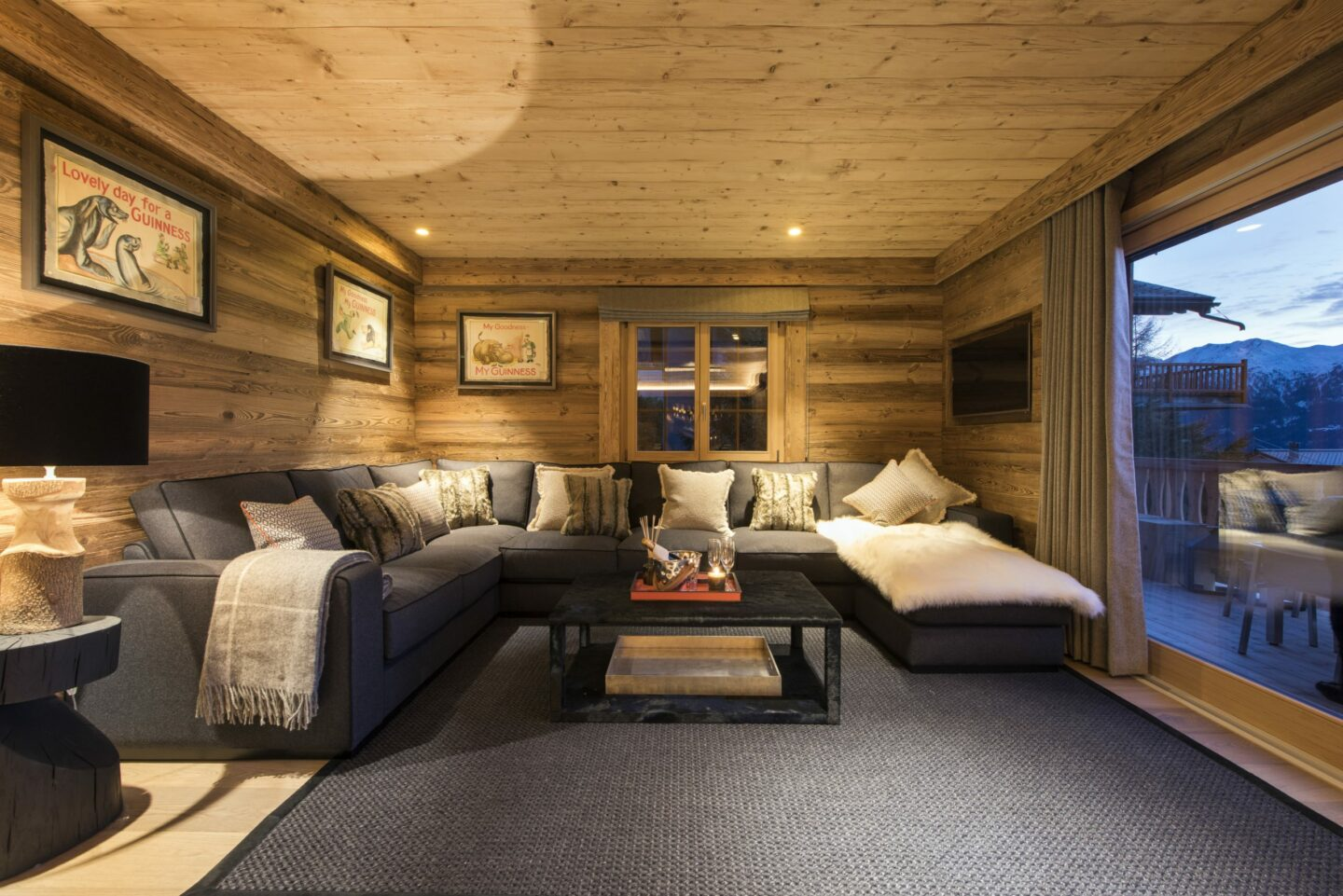 Living space at chalet Daphne in Verbier
