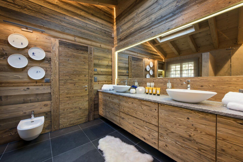Master bathroom at Chalet Daphne in Verbier