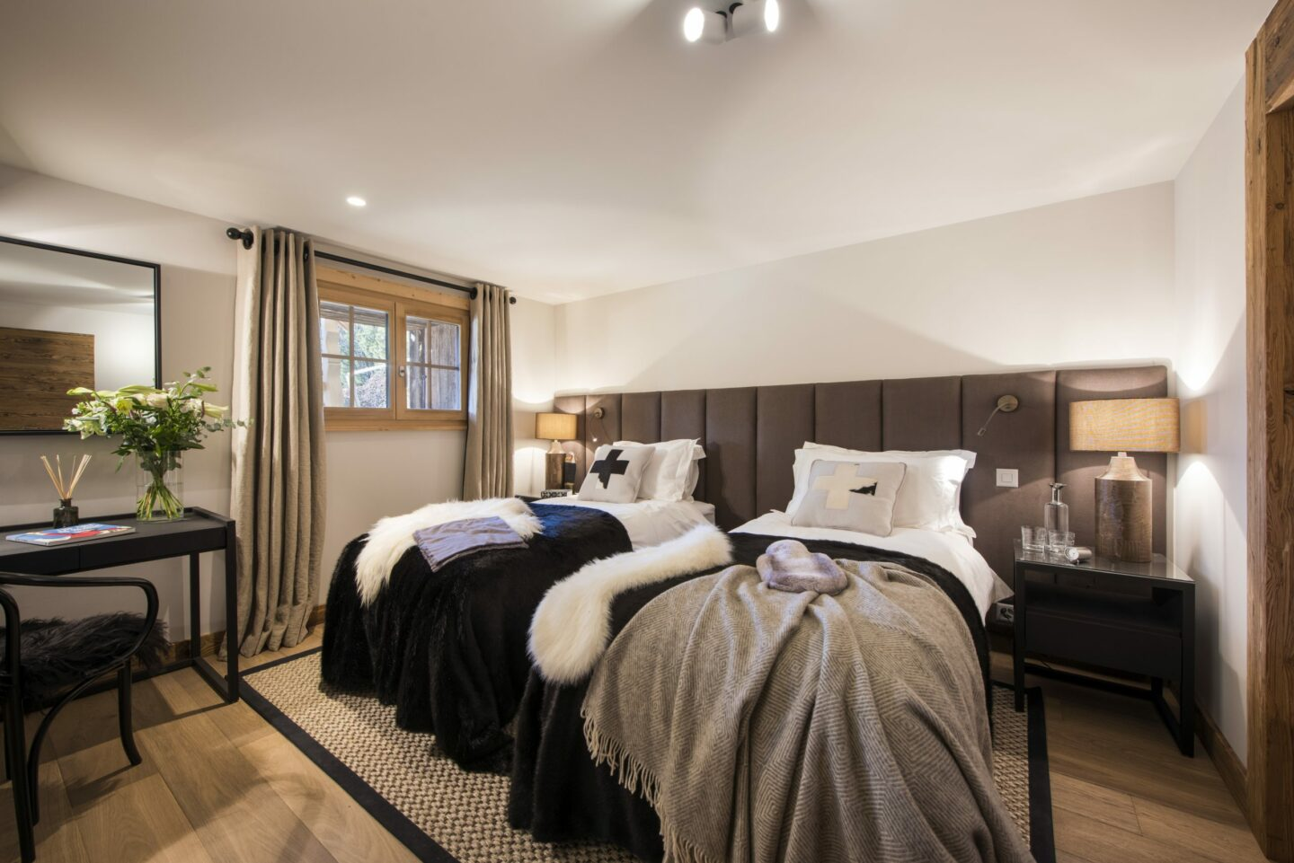 Twin convertible bedroom at Chalet Daphne in Verbier