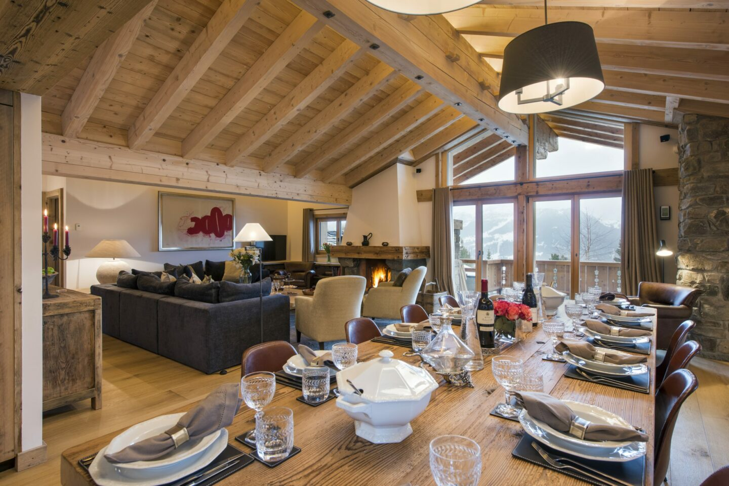 Dining and lounge at chalet Delormes in Verbier