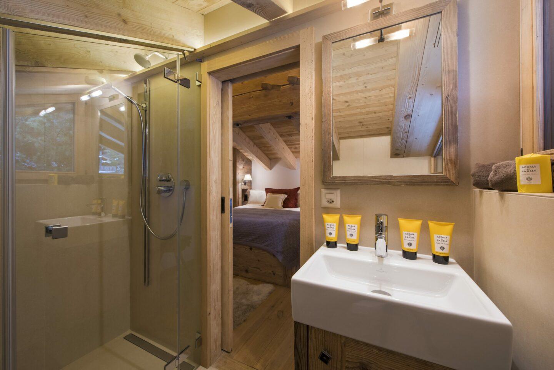 Ensuite shower room at chalet Delormes in Verbier