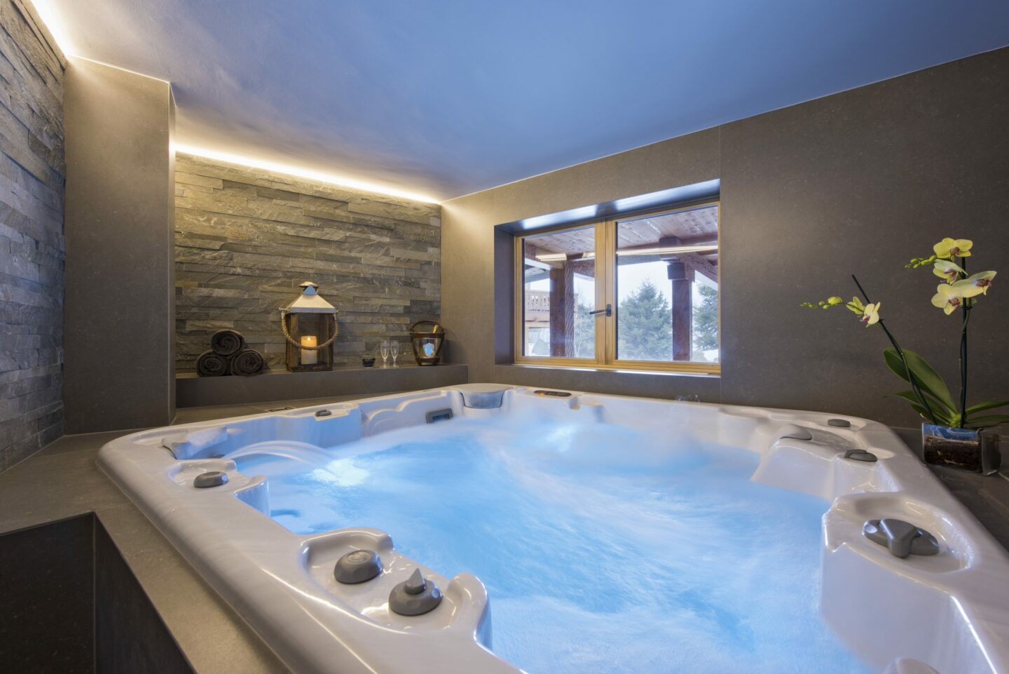 Hot tub in spa at Chalet Delormes in Verbier