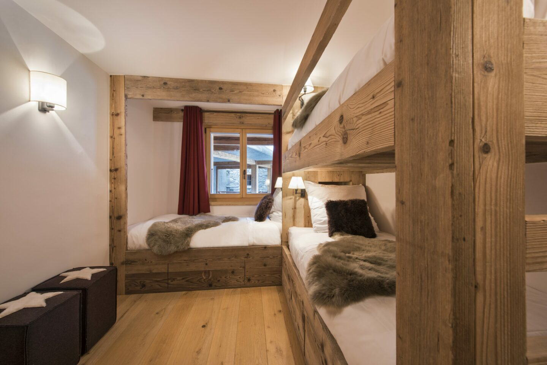 Triple bunk room at chalet Delormes in Verbier