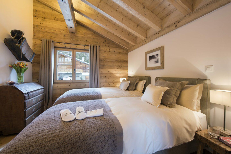 Twin bedroom at Chalet Delormes in Verbier