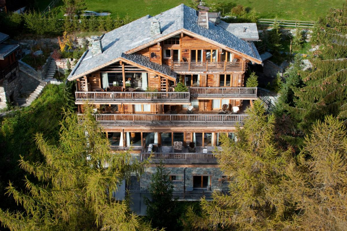 Exterior view of Chalet Dent Blanche in Verbier during summer