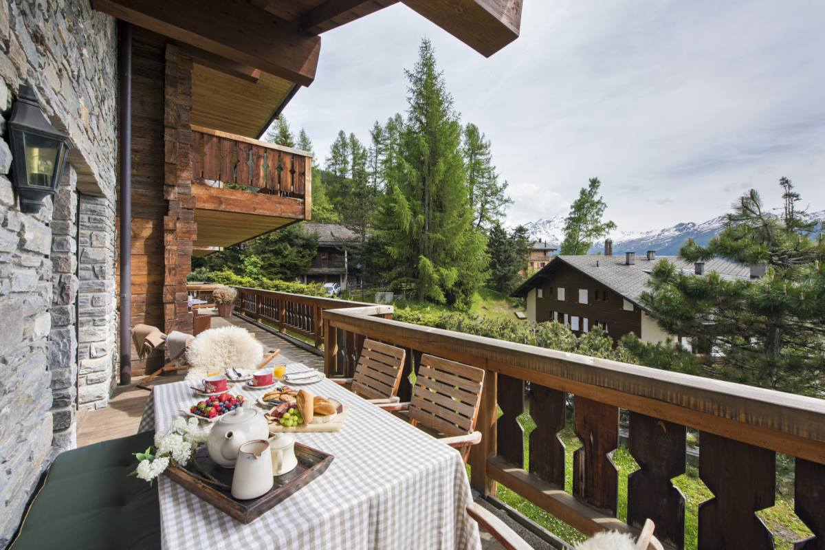 Furnished balcony at Apartment Ivouette in Verbier