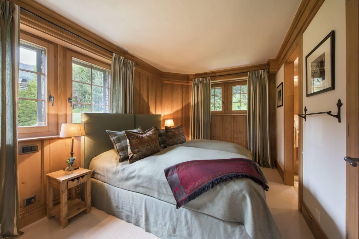 Ground floor double/twin bedroom at Apartment Ivouette in Verbier