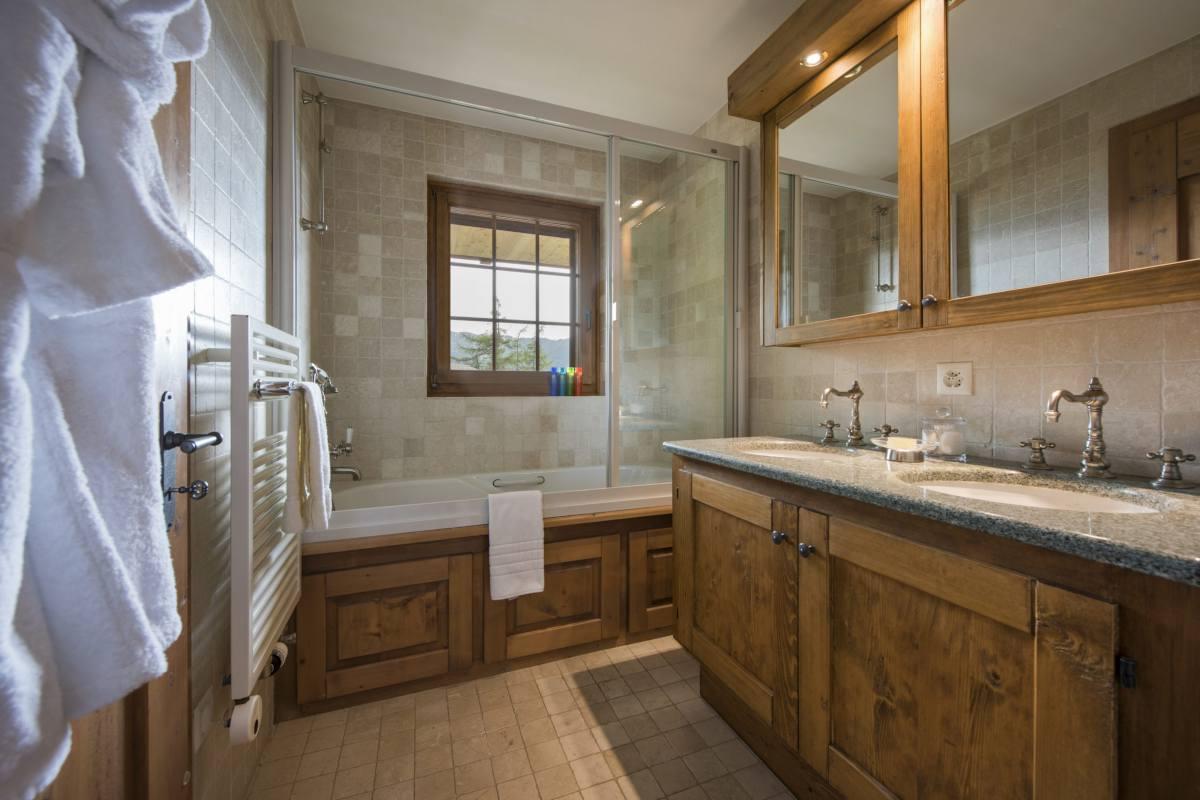 Master bathroom at Apartment Ivouette in Verbier