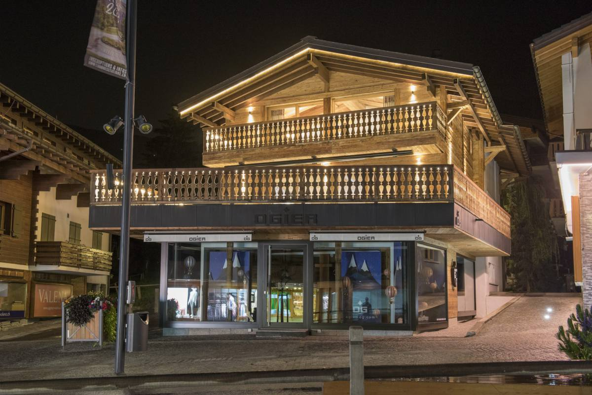 Exterior at night of Chalet La Datcha in Verbier
