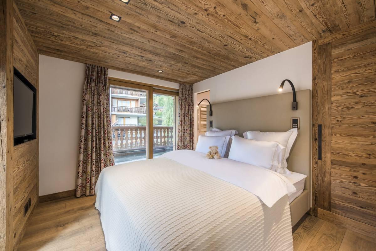 First floor double bedroom at Chalet La Datcha in Verbier