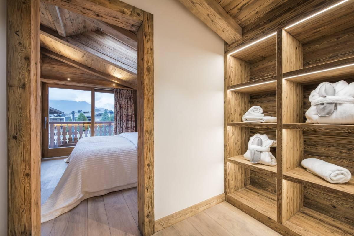 Master bedroom dressing room at Chalet La Datcha in Verbier