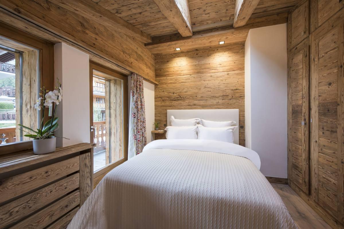 Top floor double bedroom at Chalet La Datcha in Verbier