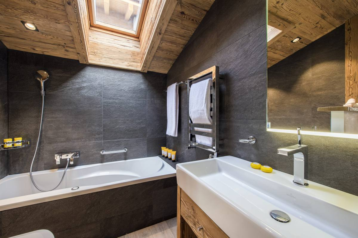 Top floor en suite bathroom at Chalet La Datcha in Verbier