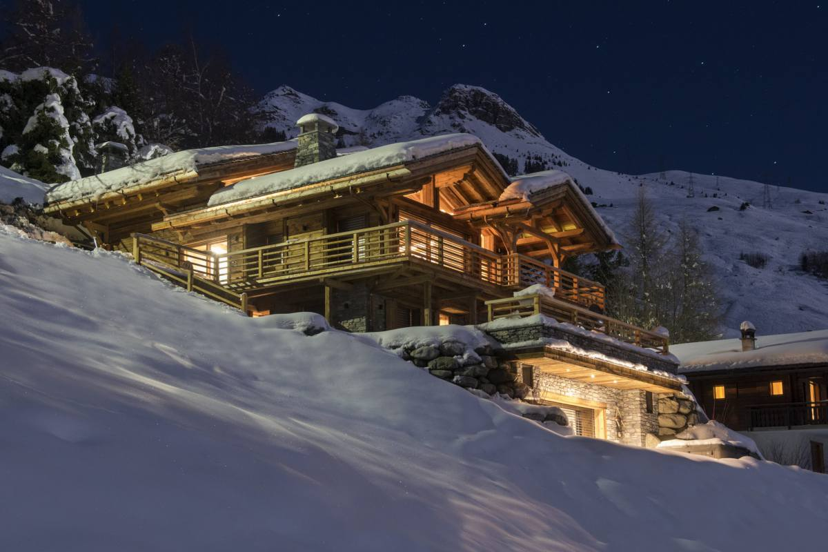 Exterior view at night of Chalet La Vigne in Verbier