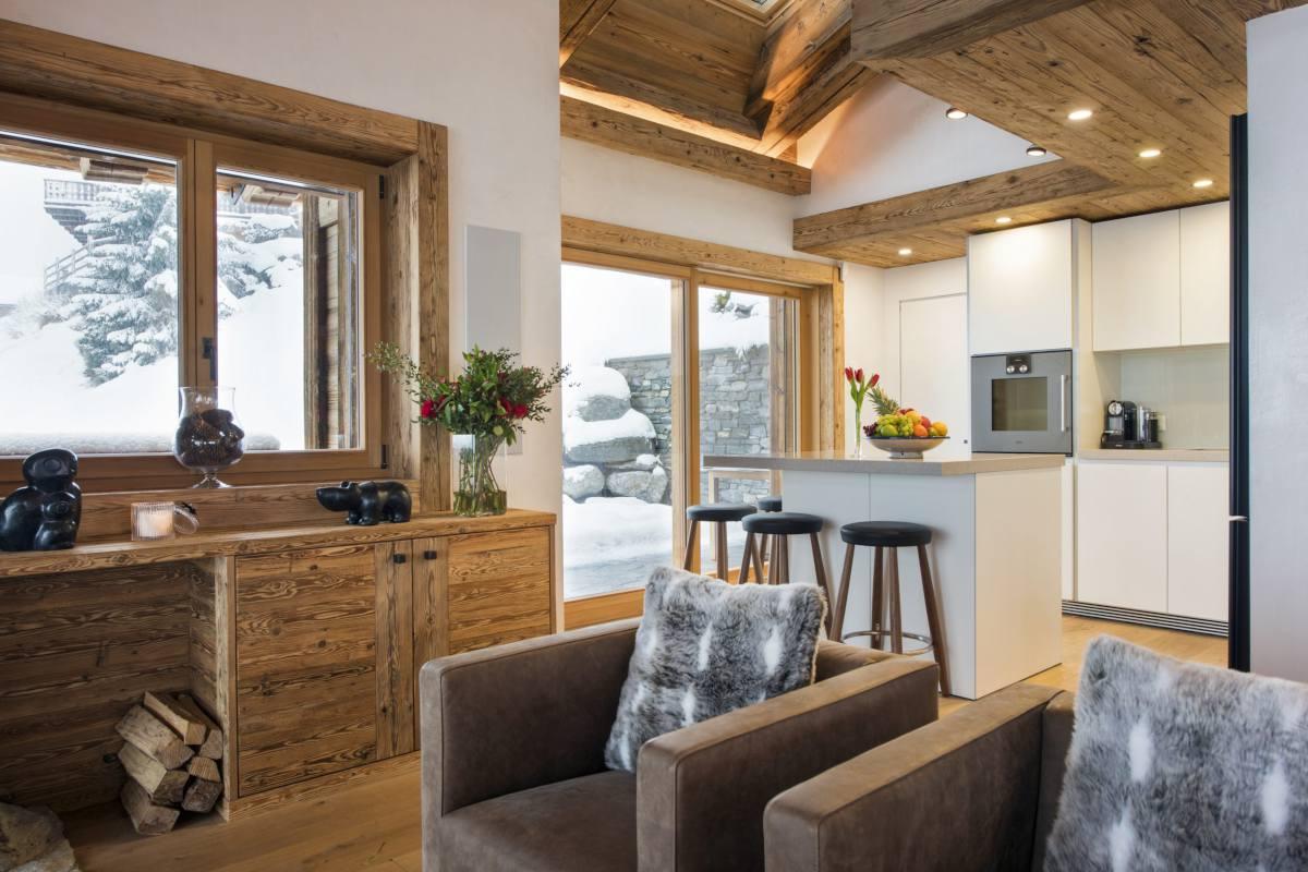 Kitchen with breakfast bar at Chalet La Vigne in Verbier