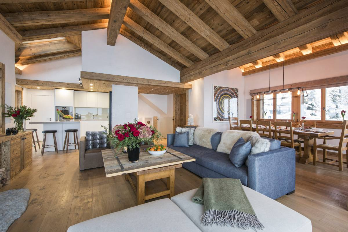 Open-plan kitchen, living and dining area at Chalet La Vigne in Verbier