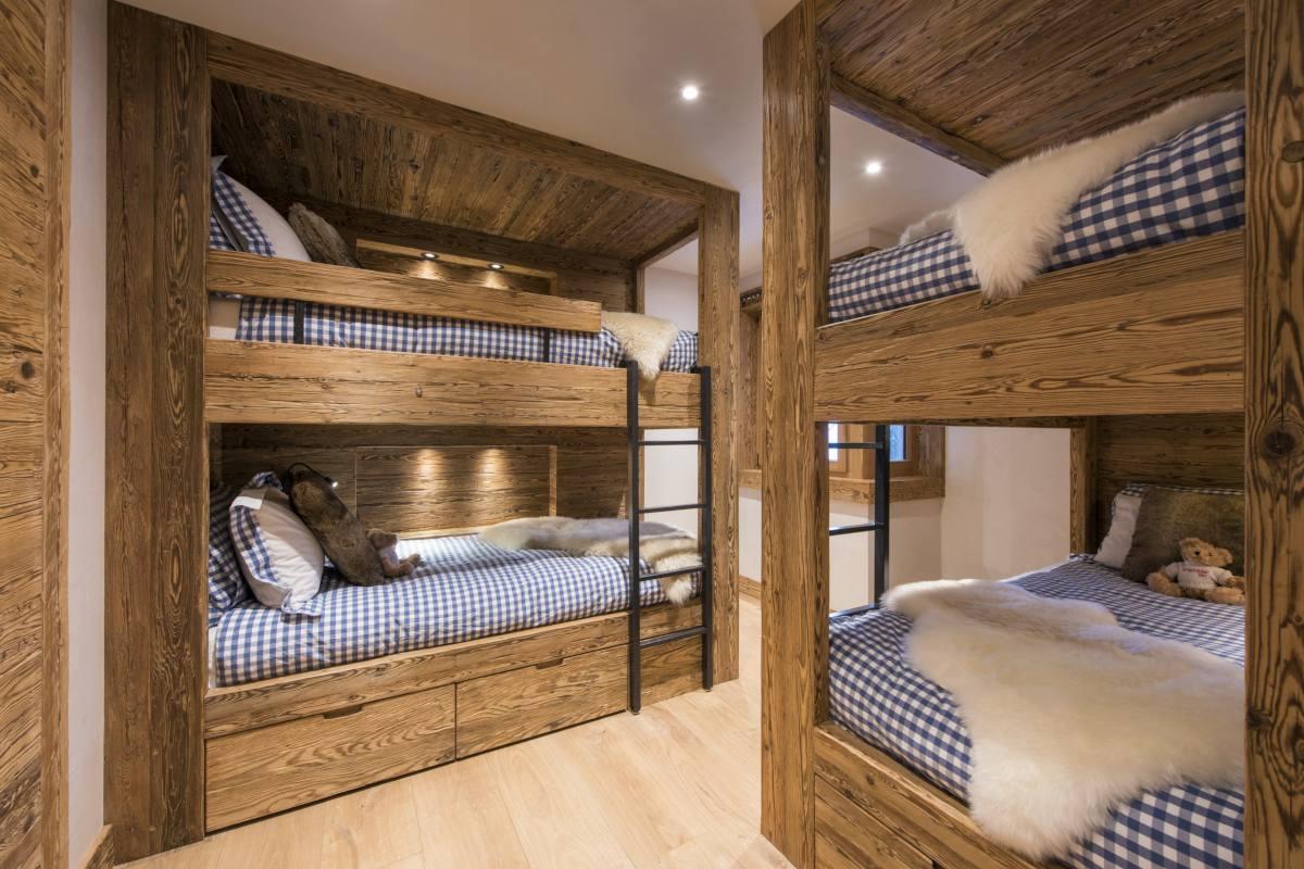Quad bunk room at Chalet La Vigne in Verbier