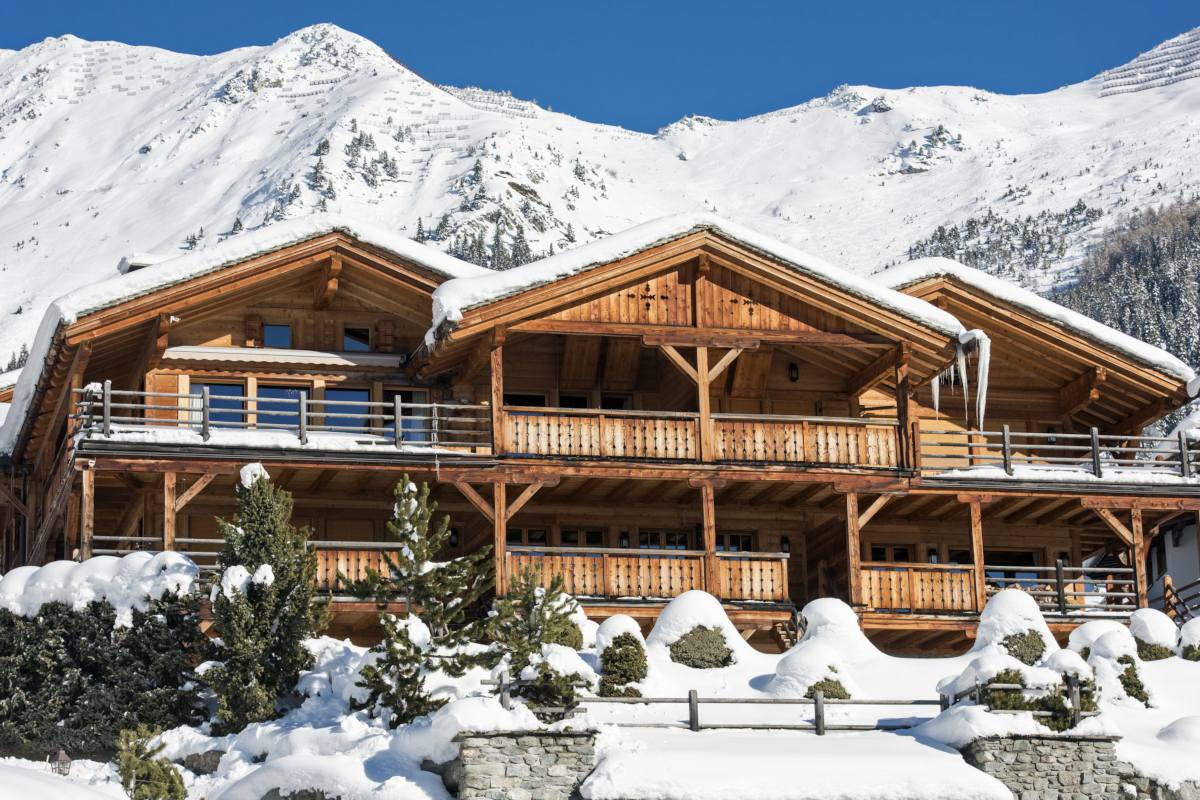 Daytime exterior view of Le Daray Penthouse in Verbier