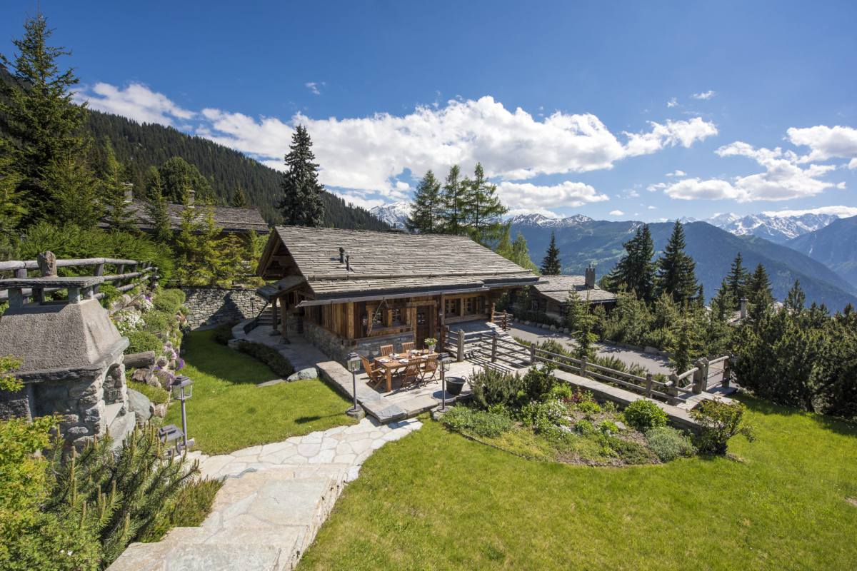 Exterior and garden in summer at Chalet Le Ti in Verbier
